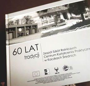 Sześćdziesiąt na sześćdziesiąt czyli tradycje rolnicze ZSR CKP w Kaczkach Średnich spisane na sześćdziesięciu stronach